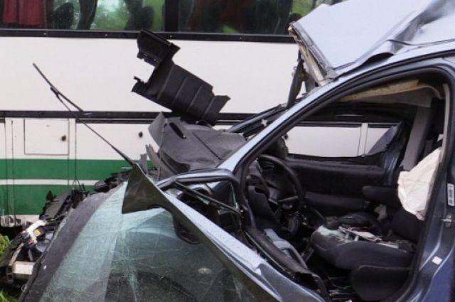 Вмассовом ДТП наЛиговском проспекте пострадали двое