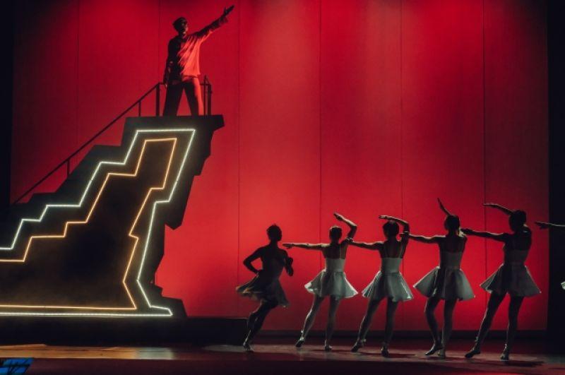 Впервые зрителям был представлен спектакль, основанный на творчестве русского поэта-концептуалиста Дмитрия Пригова.