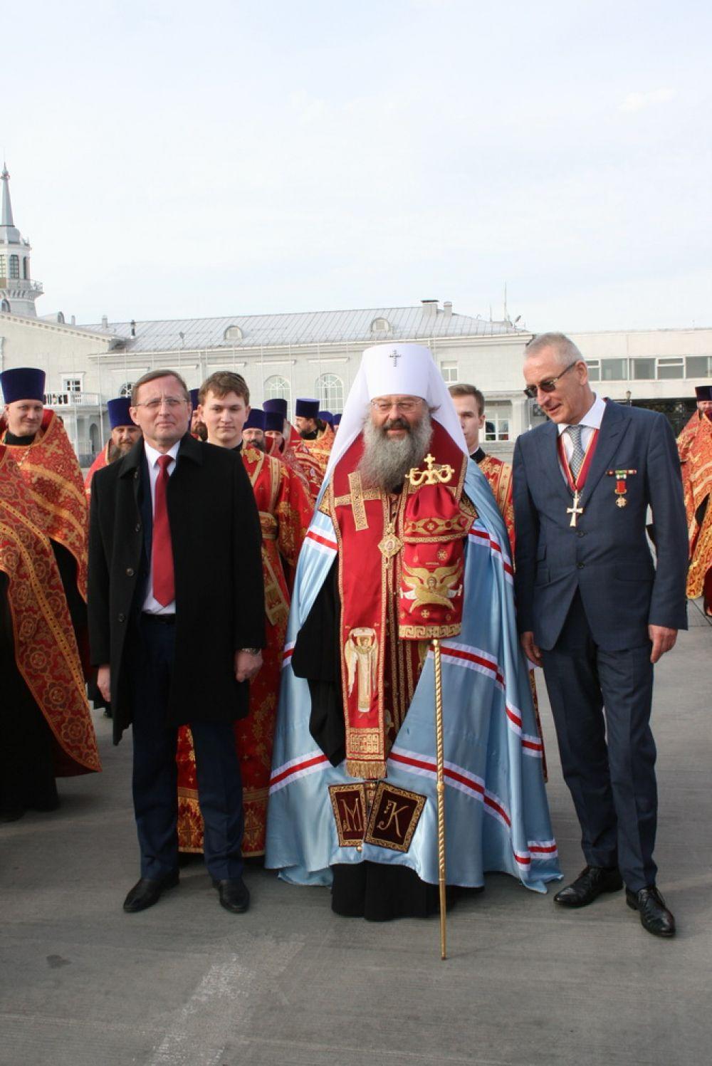 Владыка Кирилл и Павел Креков (на фото - слева)
