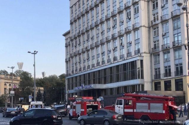 В центре Киева загорелся подземный переход