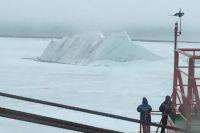 Величественный арктический айсберг.
