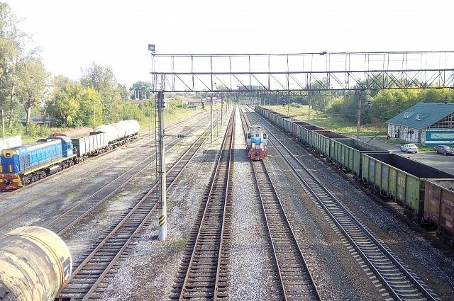 В Кузбассе нетрезвый мужчина уснул в железнодорожной колее.