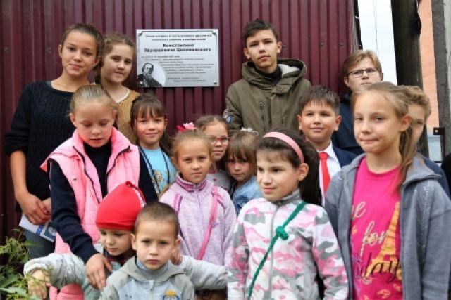 Памятную доску открыли на пересечении улиц Портовая и Циолковского.