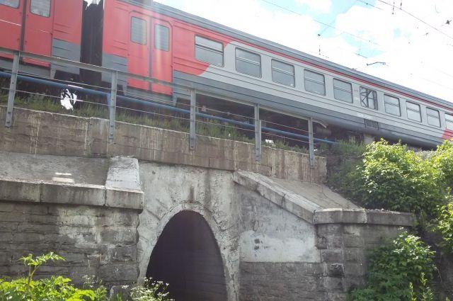 Поезда из столицы вПетербург задерживаются на 4 часа