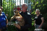 В Большереченском зоопарке привыкли встречать гостей.