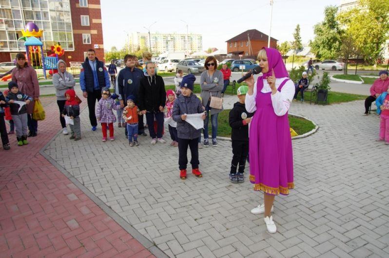 Всех желающих поделили на две команды: SKY сервис и Новосибирская Россия