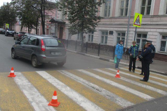 Неопытный шофёр сбил 12-летнего ребенка напешеходном переходе вЯрославле