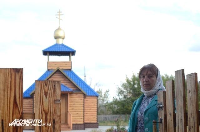 Любовь Ивановна сначала собирала у себя дома на молитву жителей села, а потом затеяла стройку храма.