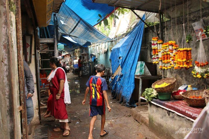 Поселения похожи друг на друга, как близнецы… десятки таких районов разбросаны по всему Мумбаи.