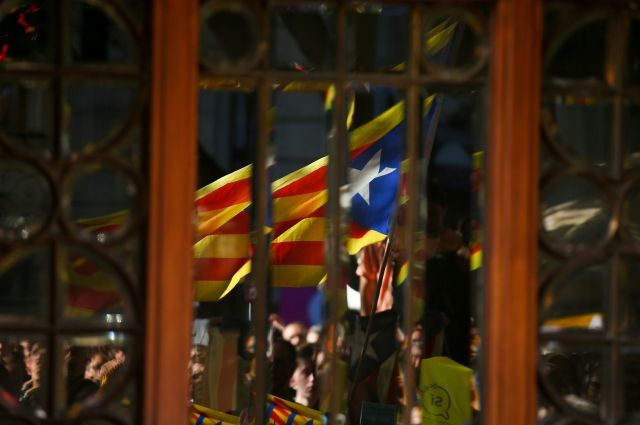 Суд Испании привлечет к ответственности президиум каталонского парламента
