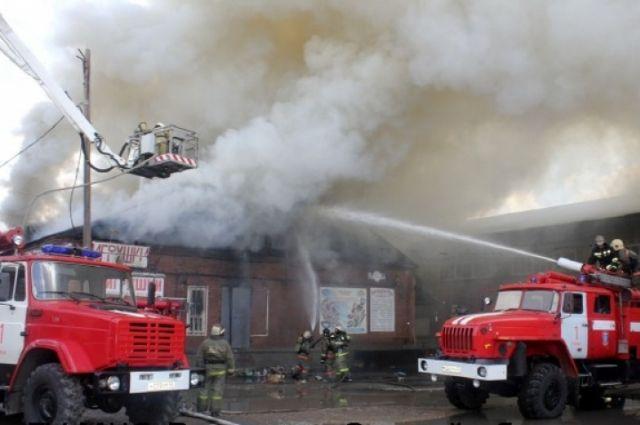 Причиной пожара может быть неосторожное обращение с огнём.