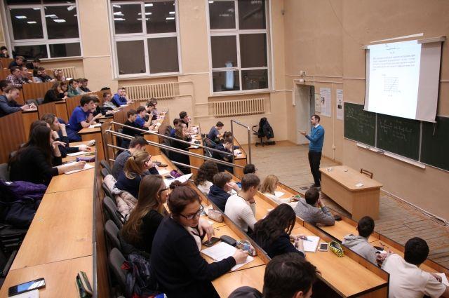 Курсы проходят с октября по май, занятия – раз в неделю.