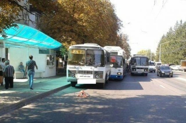 ВСтаврополе несмогли разъехаться троллейбус иавтобус