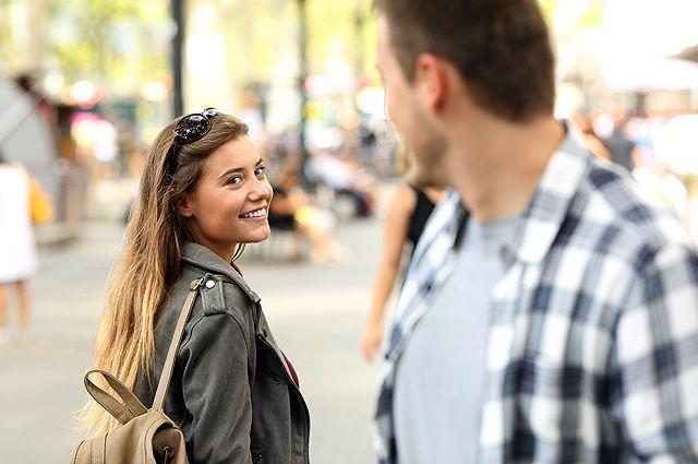 Заинтересовать незнакомца улыбкой возможно
