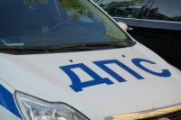 В Тюмени произошло ДТП: от удара иномарка перевернулась на крышу