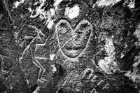 Так как изображения тесно связаны с мировоззрением древних людей, то бывает крайне сложно расшифровать наскальные рисунки.