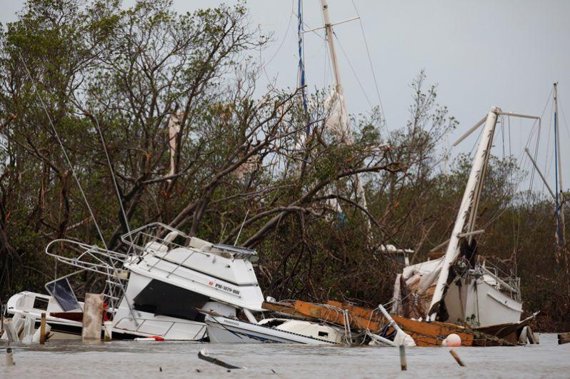 Повреждённые ураганом лодки в Салинасе, Пуэрто-Рико.
