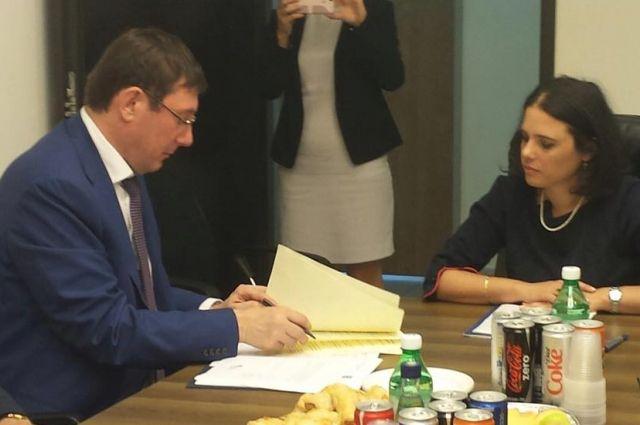 Луценко подписал обновленное подозрение народному депутату Довгому