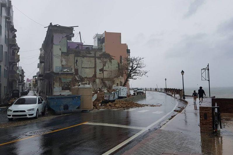 Разрушенные дома в городе Сан-Хуан, Пуэрто-Рико.