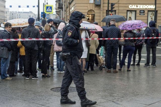 Полиция задержала мужчину, сообщившего о минировании станции в Петербурге