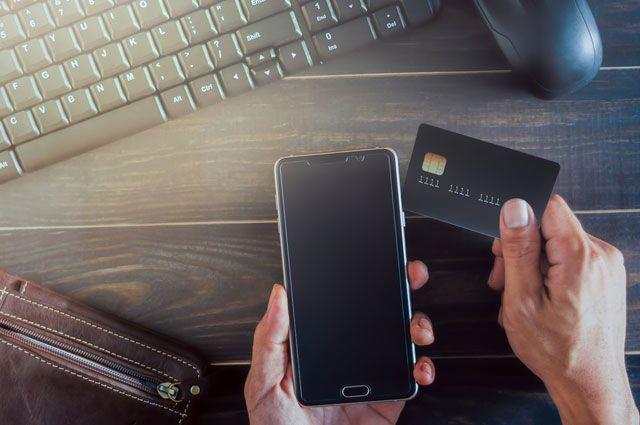 В Тюмени женщина украла банковскую карту у коллеги по работе