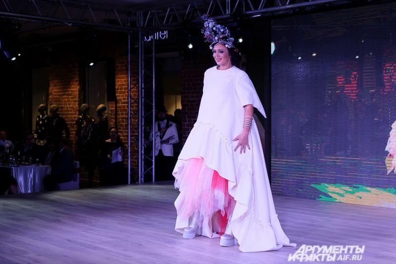 Лариса Галкина во время первого этапа конкурса «Идеальное платье для миссис».