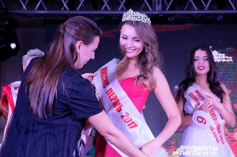 Счастливой обладательницей короны и звания «Миссис Пермь 2017» стала 30-летняя Марина Сидорова.