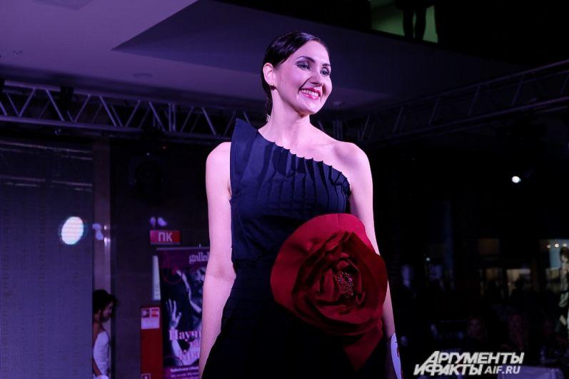 Первый конкурс - дефиле в дизайнерских вечерних платьях.