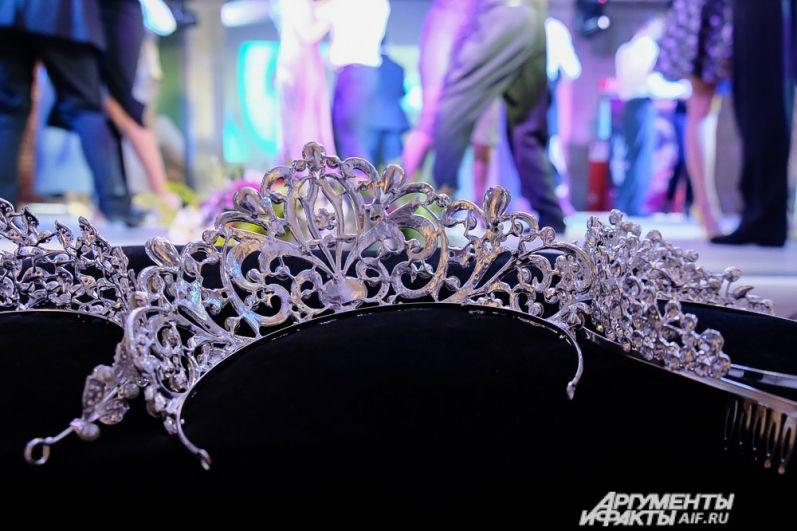По правилам конкурса возраст конкурсанток должен быть от 25 до 45 лет, они должны быть замужем и с детьми.