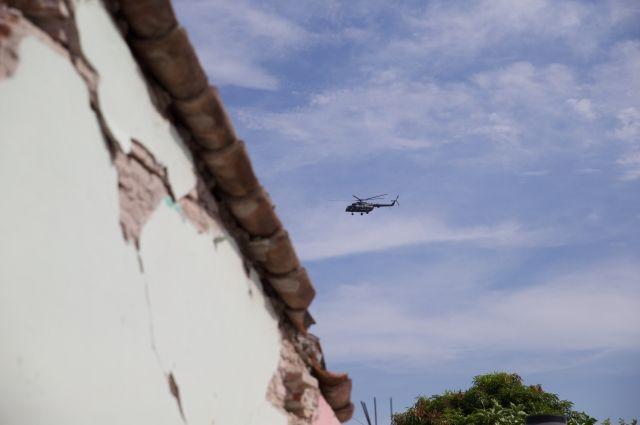 Вертолет с гумпомощью для пострадавших от землетрясения разбился в Мексике