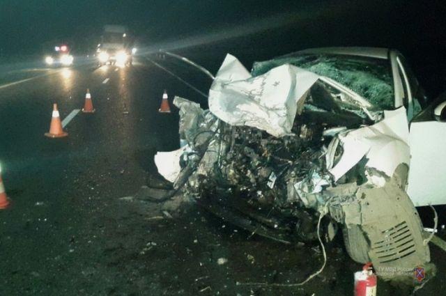 Под Волгоградом влобовом ДТП погибли два человека