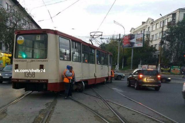 ВЧелябинске сход трамвая срельсов сняли навидео