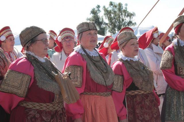 В Упорово водили хороводы и задорно танцевали: прошел фестиваль народов