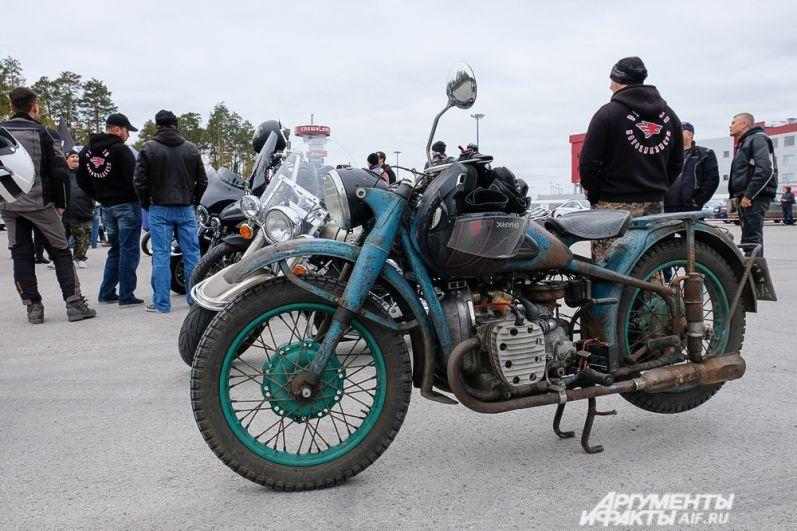 Участники закрытия мотосезона приехали не только на зарубежных, но и на отечественных мотоциклах.