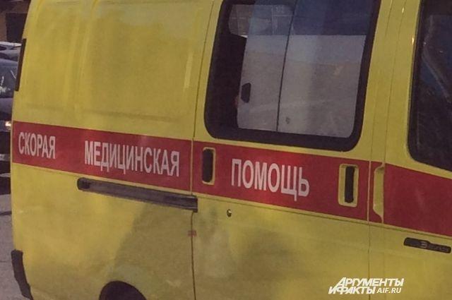 Три человека попали в больницу и один погиб в результате ДТП.