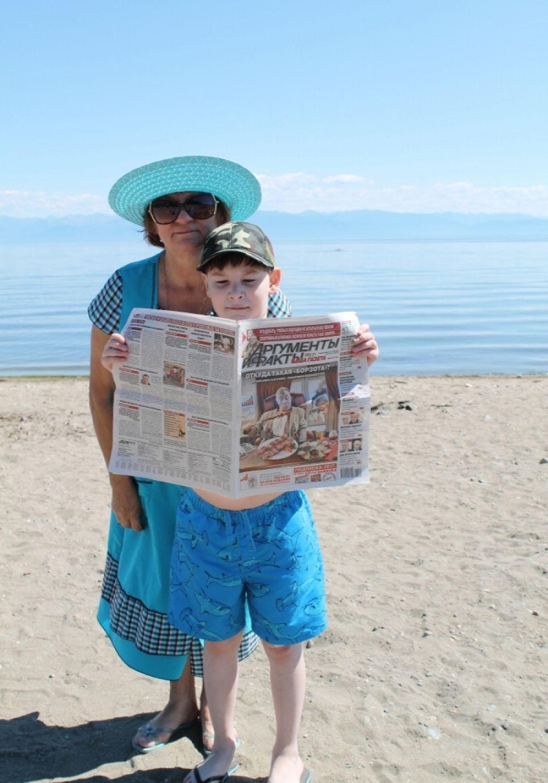 «Отдыхаем с любимой газетой  на Байкале». Луткова Любовь Борисовна, 61 год, Латмарин Юрий 9 лет.