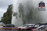 ]Водяной столб поднялся возле дома №92 по улице 60 лет Октября в краевом центре.