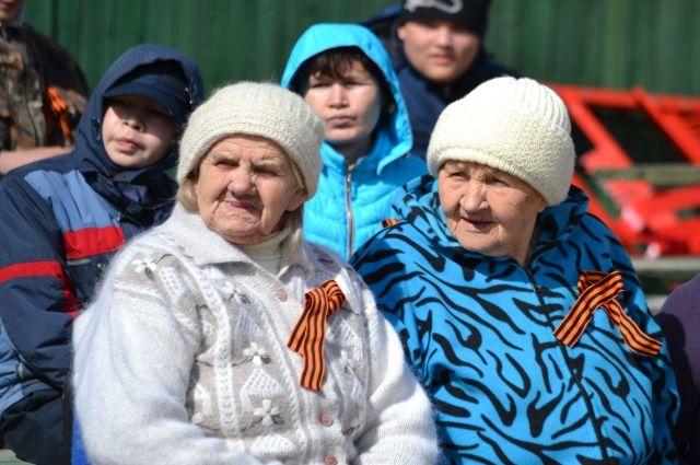 Ветеран войны Екатерина Антонова (слева) в День Победы