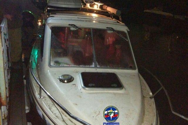Пятерых рыбаков, дрейфовавших нанеисправном катере, спасли вНовосибирске