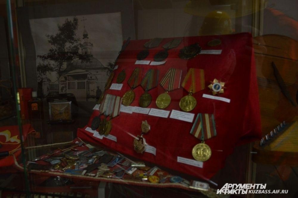 Уже много лет на заводе открыт музей находок, где чего только нет: военные медали, советские значки, несколько печатных машинок, с десяток старинных фотоаппаратов, прялка, гармошка и множество документов и семейных фотографий. Всё это обрело вторую жизнь.