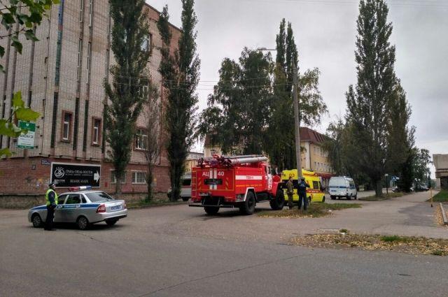 Службы приехали на звонок о заложенной бомбе в гостинице