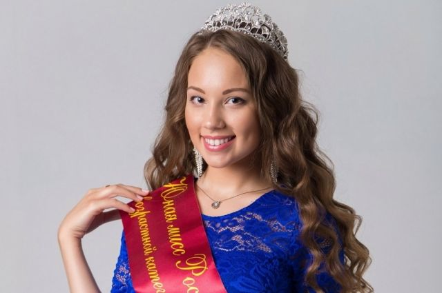 Кристине 17 лет, и она уже является обладательницей титула «Юная Мисс Россия -2017»