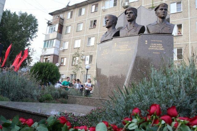 ВМахачкале открыли монумент героям Российской Федерации изЯрославля