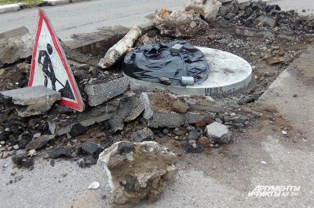 В Калининграде «Водоканал» перекрыл участок дороги в сторону площади.