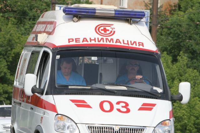 На кузбасской трассе перевернулся микроавтобус.