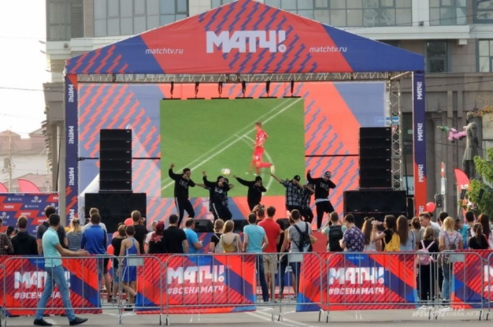 В рамках Дня города федеральный телеканал «Матч ТВ» провел собственный праздник на отдельной сцене.
