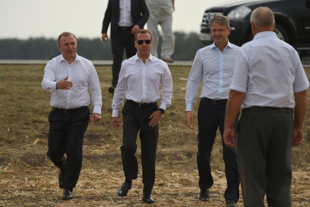 Дмитрий Медведев побывал на одном из полей Гиагинского района Адыгеи.
