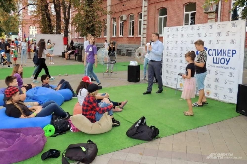 Площадка для проведения ораторских поединков.