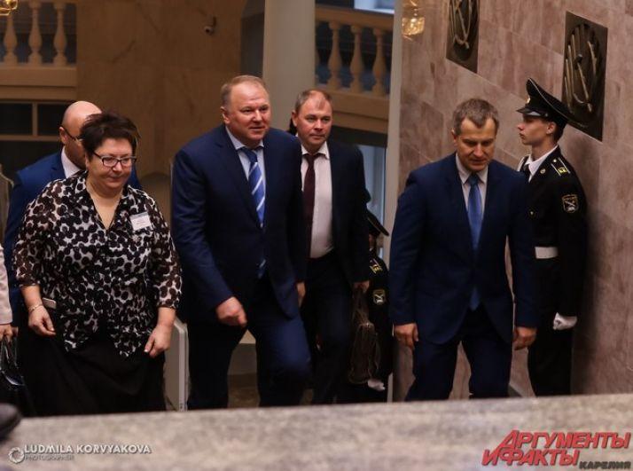 На церемонию в сопровождении премьер-министра Карелии Александра Чепика приехал  подпред Президента в СЗФО Николай Цуканов