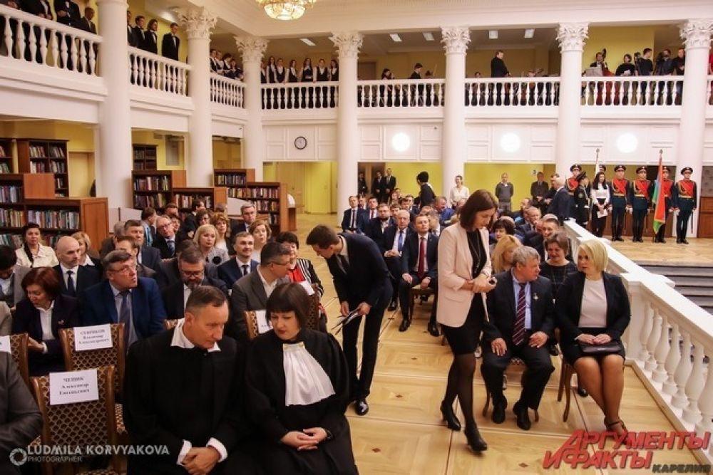 Гости в ожидании Артура Парфенчикова
